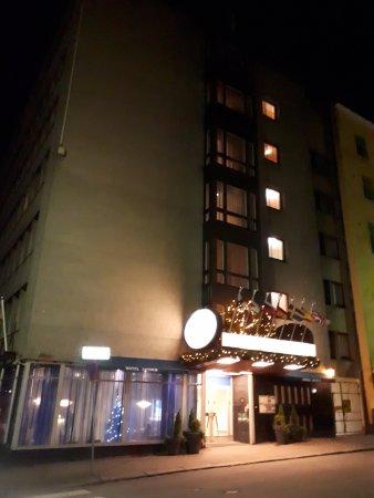 Arthur Hotel: Вид ночью
