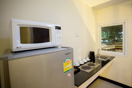 The Elegant Patong Hotel: Family Room's kitchen