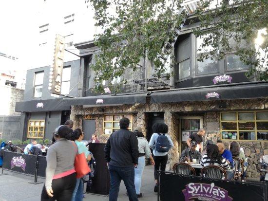 Sylvia's Restaurant: Exterior