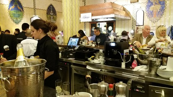 Caviar House Oyster Bar: Busy on Christmas Eve