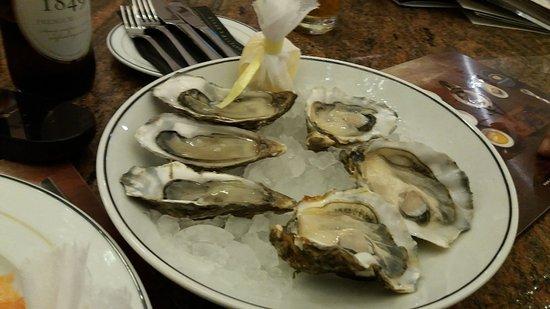 Caviar House Oyster Bar: Oysters