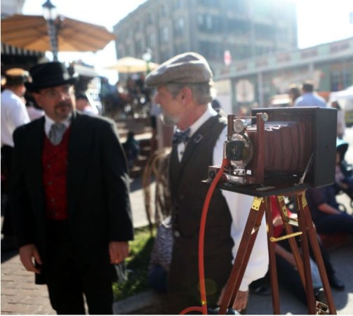 Harbor House Hotel & Marina at Pier 21: Onthe grounds of the event - Dickens on the Strand