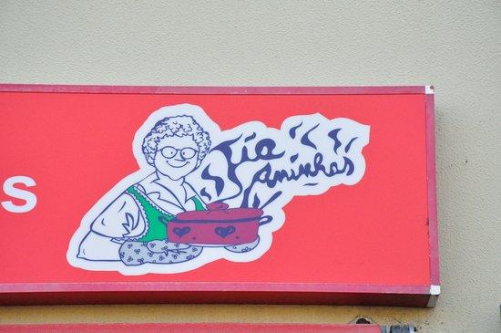 Tia Aninhas: Publicity at the façade.