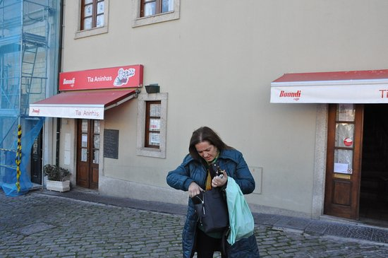 Tia Aninhas: Street view of main entrance.