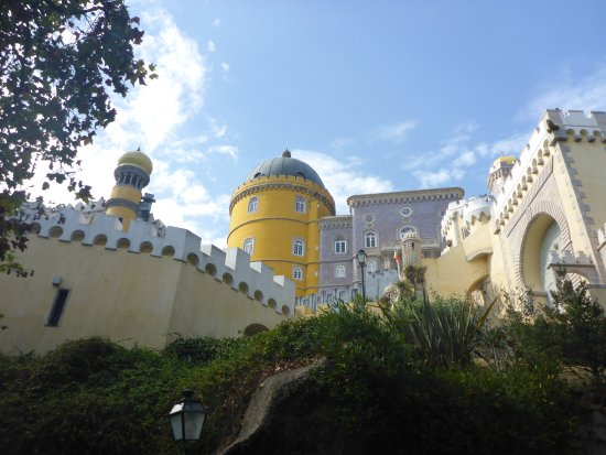 Park and National Palace of Pena: Still Above