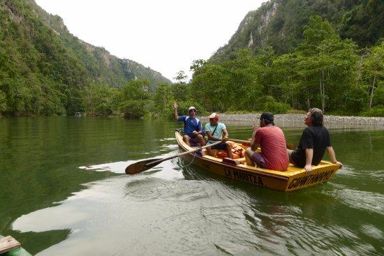 Canon del Rio Yumuri: Bootje varen