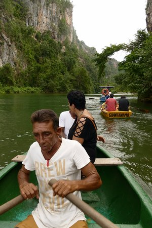 Canon del Rio Yumuri: Rowing boat in the cliff yumuri