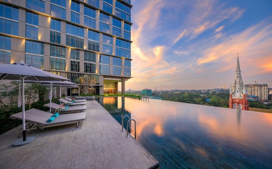 Pan Pacific Yangon: Infinity Pool overlooking to Shwedagon Pagoda, Trinity Church and Yangon City