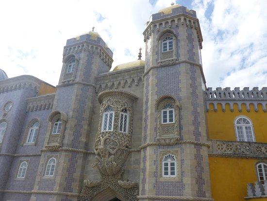 Park and National Palace of Pena: Ornate Stone Masonry