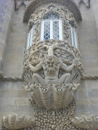 Park and National Palace of Pena: Fine Details
