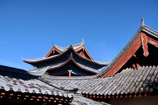 Ride China Motorcycle Tours and Rentals: Lijiang roofs
