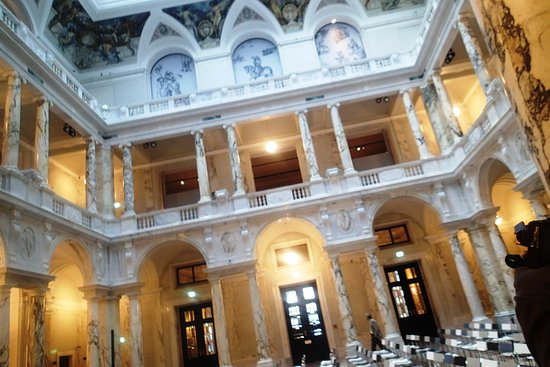 Weltmuseum Wien: The palace is really beautiful