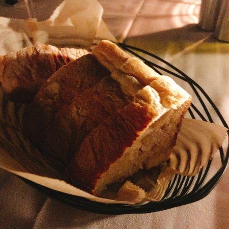 Ferraro's Bar e Ristorante: 付け合せのパンも美味しかった