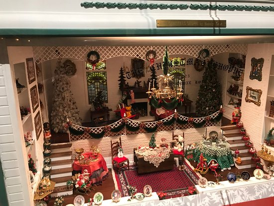 Christmas Scenes Pictures.One Of The Miniature Christmas Scenes Picture Of The Mini