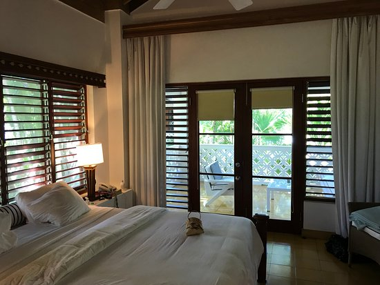 Idle Awhile Beach: Lovely, spacious room amongst the trees