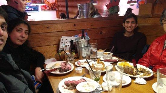 Roseville, MI: Dinning at the Restaurant