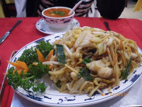La Chine: Nouilles sautées au poulet