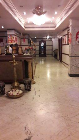 OYO 4452 Hotel Pigeon International: 20171225_210543_large.jpg