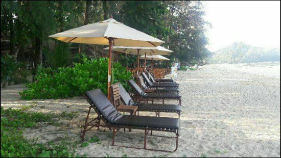 BamBi Beach Restaurant and Spa: แบมบิ บีช เรสเตอรองท์ แอนด์ สปา