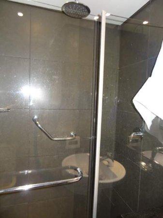 BHB Hotel: área do chuveiro