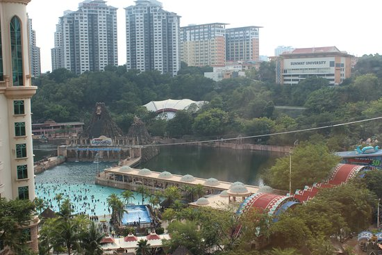 Sunway resort hotel spa 97 3 5 6 updated 2018 prices reviews petaling jaya for Sunway pyramid hotel swimming pool