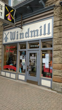 Windmill Restaurant: Front entrance