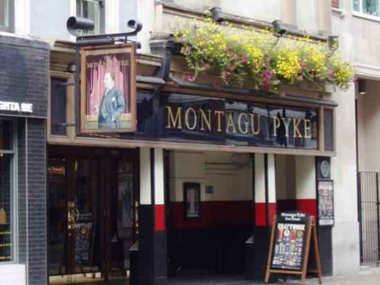 ‪Montagu PyKe, Lloyds No.1 Bar‬