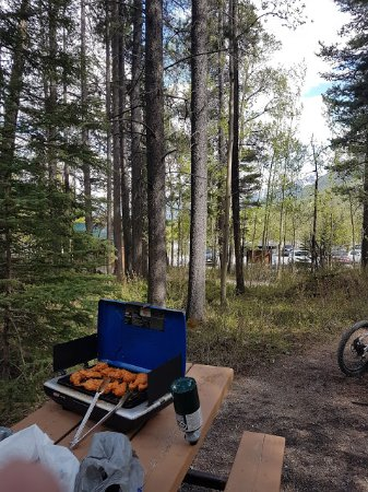 Grassi Lakes: BBQ with nature