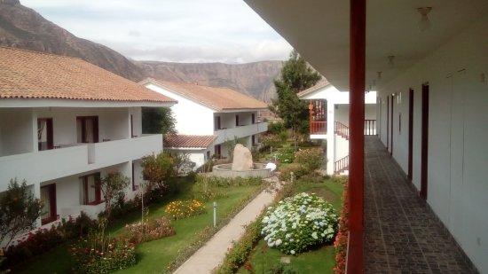 Hotel Agustos Urubamba: Parque interno