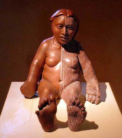 Pojoaque, Nuevo Mexico: Just Sitting a clay figure by Roxanne Swentzell
