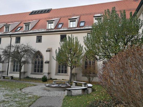 Dom St. Maria: Patio del claustro.