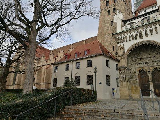 Dom St. Maria: Portada principal.