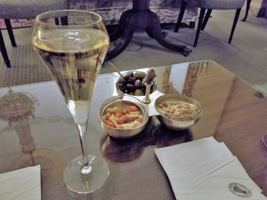 Middlethorpe Hall Spa Champagne And Nibbles Before Christmas Day Evening Buffet
