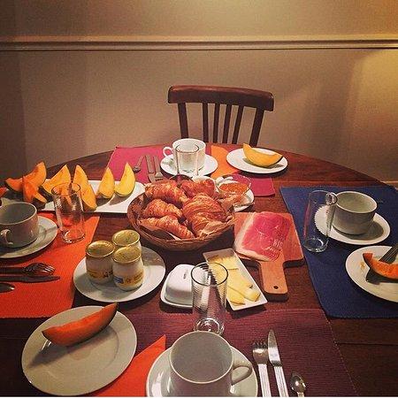 Le85 Paris: Breakfast prepared by the host