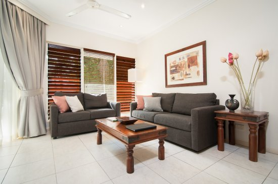 Paradise Links Resort: One & Two Bedroom Apartment Lounge area
