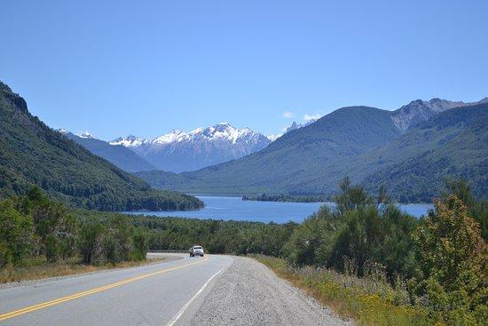 Trevelin, Argentina: Lago Futalauquen, bellísimo lugar para recorrer en auto, o haciendo treking. Paisajes maravillos