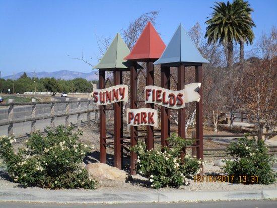 Sunny Fields Park: Entrance at Alamo Pintado Road