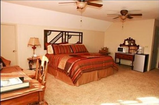 Warrenton, MO: Guest room