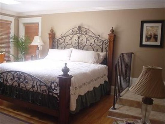 River Lily Inn Bed & Breakfast: Guest room