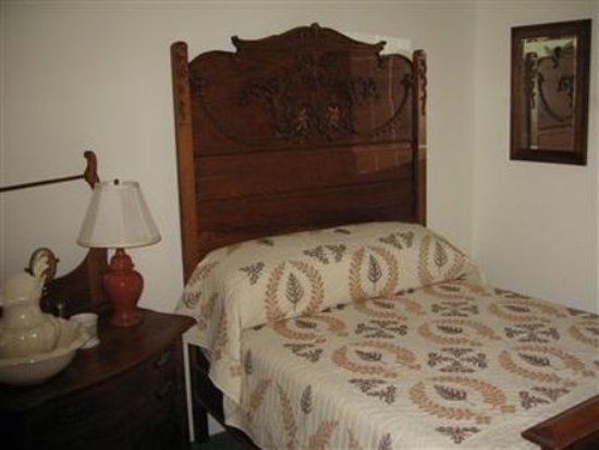 Tuggles' Folly Bed & Breakfast: Guest room