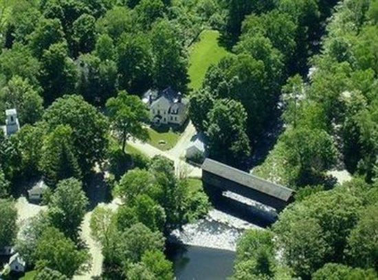 Green River Bridge House: Exterior