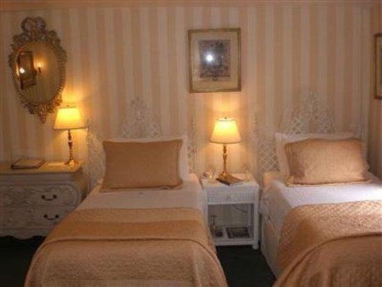 Samuel Durfee House: Guest room