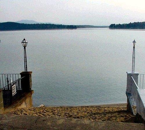 Lakeside Getaway: Exterior