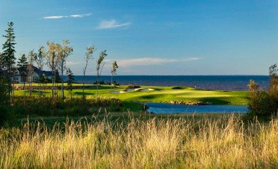 Wallace, Canada: Golf course