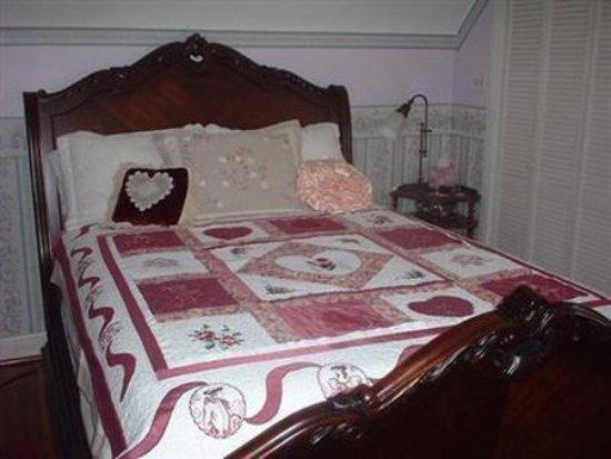 The Silk Pincushion : Guest room