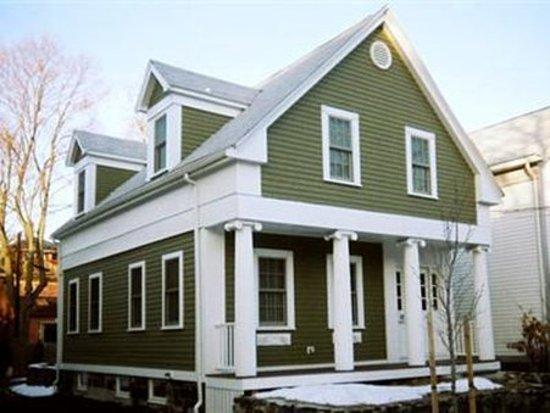 Whitman House: Exterior