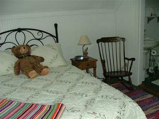 Lowell, VT: Guest room