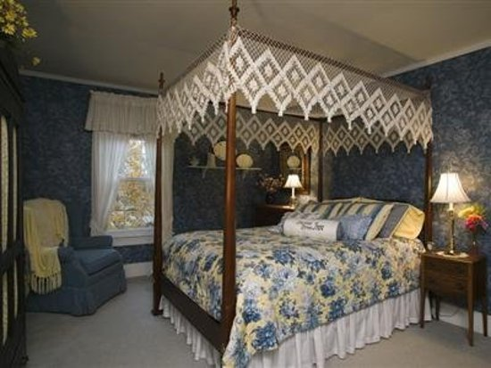Sheffield, IL: Guest room