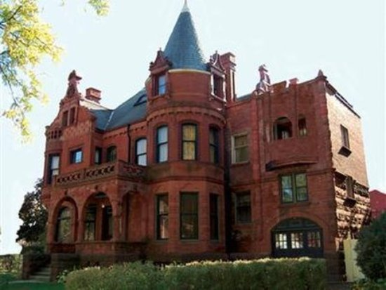 Schuster Mansion Bed & Breakfast: Exterior