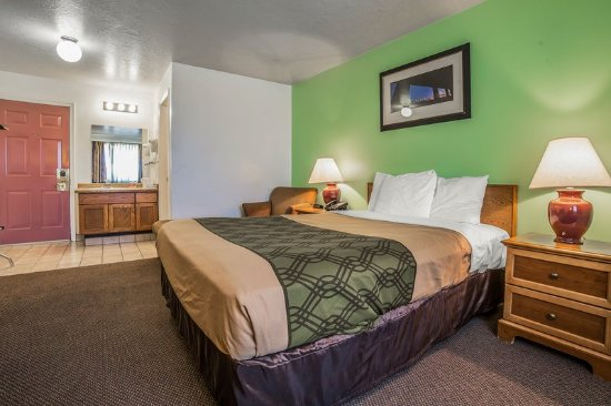 Clearfield, UT: Guest room